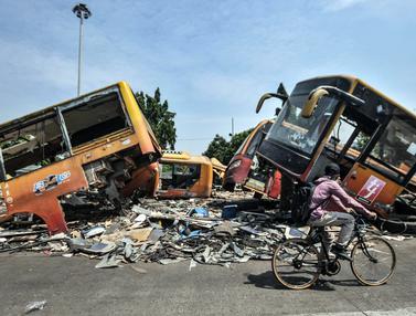 'Kuburan' Bus Transjakarta Generasi Pertama