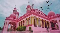 Masjid Dimaukom atau Masjid Pink yang berada di Filipina (dok. Instagram @dustinginchalian/https://www.instagram.com/p/Bk-xyt2hrdX/Fairuz Fildzah)