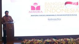 Presiden Direktur Mayora Group  Andre Atmadja memberi sambutan saat konferensi pers di Jakarta, Selasa (6/2). Mayora Group memperkuat merek dagangnya di Rusia melalui produk Torabika Cappuccino. (Liputan6.com/Angga Yuniar)
