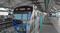 MRT Jakarta menerapkan Protokol Bangkit (Bersih Aman Nyaman Go Green Kolaborasi Inovasi Tata Kelola).