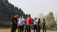 Presiden Joko Widodo atau Jokowi meninjau kawasan wisata Candi Borobudur Kabupaten Magelang Jawa Tengah. (Liputan6/Lizsa Egeham)
