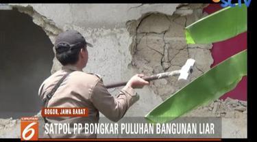 Pemkab Bogor dan Satpol PP membongkar puluhan bangunan liar di Kemang, Bogor, Jawa Barat.