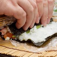 ilustrasi sushi roll/copyright Shutterstock