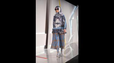 Koleksi Terbaru Itang Yunaz di Indonesia Fashion Week 2015
