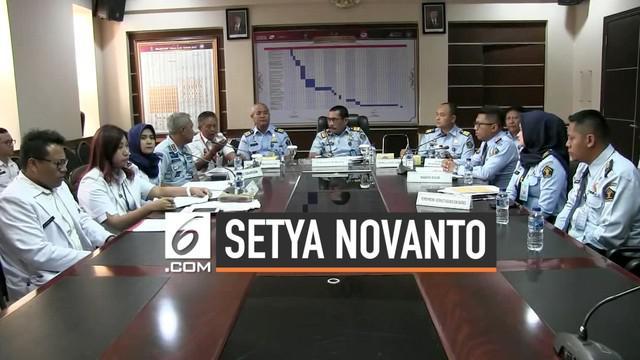 Kasus terpidana Setya Novanto yang terlihat berkeliaran di sebuah toko bangunan berbuntut panjang, pengawal Setya Novanto dari lapas Sukamiskin diganjar sanksi karena terbukti lalai.