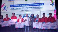 BRI berikan tabungan BRItama kepada atlet badminton pada Rabu (31/10/2018) (Foto:Liputan6.com/Maulandy R)