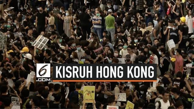 Pengunjuk rasa di Hong Kong kembali melakukan aksi demo di area kedatangan Bandara Internasional  Hong Kong, mulai Jumat (9/8) sore waktu setempat.
