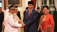 Menteri Dalam Negeri (Mendagri) Tjahjo Kumolo mengucapkan selamat atas dilantiknya Gubernur dan Wakil Gubernur Maluku Utara, Abdul Gani Kasuba dan Al Yasin. Keduanya dilantik Presiden Joko Widodo pada hari Jumat (10/05/2019) di Istana Negara Jakarta.