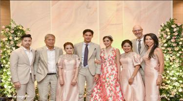 Pertunangan Richard Kyle dengan Jessica Iskandar yang dilangsungkan pada hari Sabtu (15/6) di Ritz Calton, Pacific Place, Jakarta Selatan. Jessica memilih konsep floral untuk tema pesta pertungannya dengan Richard.
