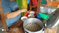 Bakso Pak Ndut Kediri, dijual 2 ribu per mangkok. (Liputan6.com/Dian Kurniawan)