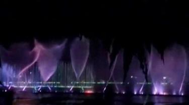 Bentrok antarkelompok warga kembali terjadi di Ambon, hingga sebuah wahana wisata air mancur menari di Purwakarta.