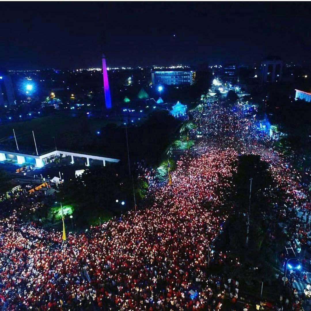 Aksi 1000 Lilin di Surabaya untuk mendukung Ahok, Jumat (12/5/2017) malam