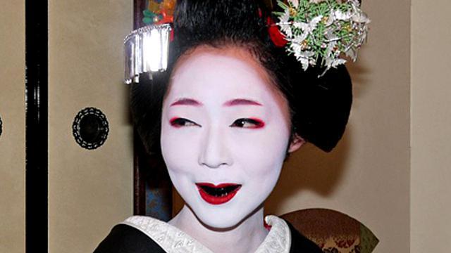 Tradisi Ohaguro Jepang Cantik Dengan Gigi Hitam Legam Global