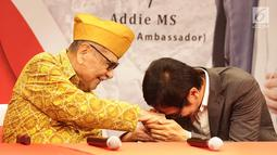Komposer Addi MS hadir untuk berkumpul bersama Legiun Veteran Republik Indonesia (LVRI) di kawasan Bekasi pada Kamis (1/8/2019). Memperingati Hari Veteran Nasional, Addie MS memberikan donasi kepada para pejuang veteran yang telah berjasa kepada bangsa dan negara. (Fimela.com/ Bambang E Ros)