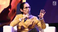 Visinema Picture & Director Wiro Sableng Angga Sasongko saat menjadi pembicara dalam diskusi panel di acara XYZ Day 2018 di The Hall, Senayan City, Jakarta, Rabu (25/4). (Liputan6.com/Herman Zakharia)