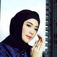 Foto eksklusif Indah Dewi Pertiwi (Foto: Bambang E. Ros/Desain: Nurman Abdul Hakim/Bintang.com)