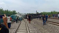 Kereta Api (KA) barang bermuatan semen anjlok saat menuju Stasiun Kalimas Surabaya pada Kamis, 12 Desember 2019. (Foto: Liputan6.com/Ahmad Adirin)