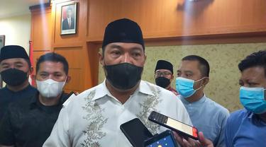 Kepala Kejaksaan Negeri Garut Sugeng Hariadi memberikan keterangan di depan wartawan, dalam perkara kasus korupsi pembangunan Pasar Leles Garut.