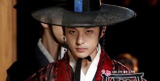Dunia hiburan Korea kembali berduka, lantaran aktro Jeon Tae Soo meninggaldunia. Berita duka ini langsung disampaikan oleh agensinya, Haewadal Entertainment. (Foto: Allkpop.com)
