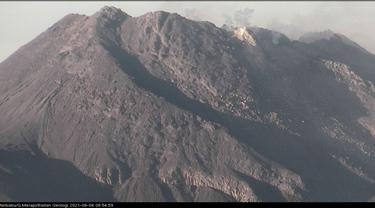 Gunung Merapi muntahkan awan panas pada 6 Juni 2021. (Foto: Liputan6.com/BPPTKG)
