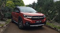 Suzuki XL7 mencoba peruntungan di kelas medium SUV. (Septian/Liputan6.com)