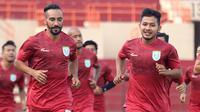 Gelandang Persela, Diego Assis (kiri). (Bola.com/Aditya Wany)