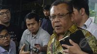 Kuasa hukum Sutan Bhatoegana, Eggi Sudjana, mendatangi gedung KPK di Jakarta, Kamis (26/3/2015). Kedatangan Eggi untuk mempertanyakan alasan di balik ketidakhadiran KPK dalam sidang praperadilan kliennya (Liputan6.com/Yoppy Renato)