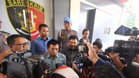 Wasit asal Yogyakarta, Muhammad Irham memberikan keterangan terkait praktik pengaturan skor di Mapolda DIY, Kamis (10/1/1019). (Bola.com/Vincentius Atmaja)