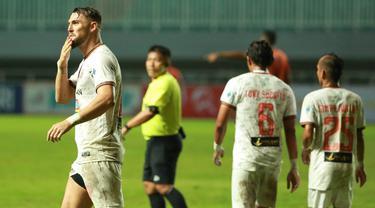 Persija Jakarta memetik kemenangan keduanya di BRI Liga 1 2021/2022 usai menaklukkan Persiraja Banda Acheh 1-0, Sabtu (2/10/2021). Dengan hasil ini, Persija naik ke posisi ketiga klasemen sementara dengan mengoleksi 10 poin dari 6 laga yang telah dimainkan. (Bola.com/M Iqbal Ichsan)