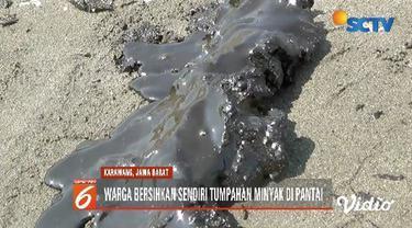 Pantai Karawang tercemar minyak mentah akibat kebocoran pipa milik Pertamina Hulu Energi. Warga pun terpaksa bersihkan minyak mentah menggunakan karung.