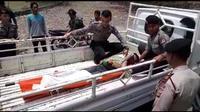 Awak bus B 7056 SGA yang terjun ke jurang di Cikidang, Kabupaten Sukabumi, Jawa Barat ditemukan tak jauh dari lokasi kejadian. (Liputan6.com/Mulvi Mohammad)