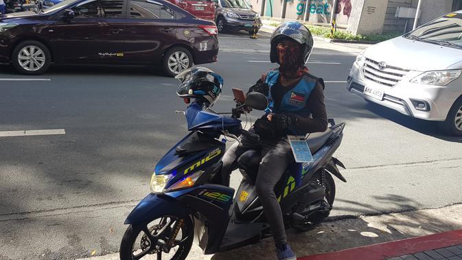 Angkas, sebuah ojek online di Manila, Filipina, yang mengantar Bola.com saat meliput SEA Games 2019. (Bola.com/Zulfirdaus Harahap)