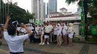 elawan Prabowo Subianto-Sandiaga Uno memadati kawasan Balai Kota DKI Jakarta. (Liputan6.com/Nanda Perdana Putra)