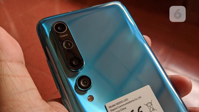 Jumlah dan tata letak kamera di Xiaomi Mi 10. (Liputan6.com/ Yuslianson)