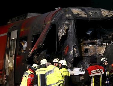 20151105-Kereta dan Truk Militer Tabrakan di Jerman, Masinis Hilang