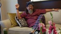 Servasius Bambang Pranoto membeberkan filosofi di balik minyak kutus-kutus yang dibuatnya (Liputan6.com/Giovani Dio Prasasti)