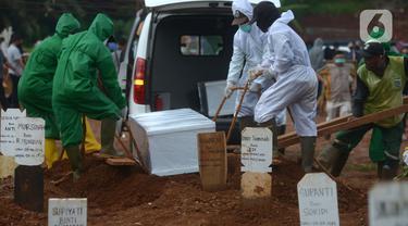 FOTO: Pemakaman Jenazah dengan Protokol COVID-19 di TPU Pondok Ranggon Menurun