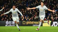 Gelandang Manchester United, Nemanja Matic berselebrasi usai mencetak gol ke gawang Crystal Palace dalam lanjutan Liga Inggris di Stadion Selhurst Park, Senin (5/3). Matic mencetak gol di menit ke-91 untuk membawa MU berbalik unggul 3-2. (Glyn KIRK/AFP)