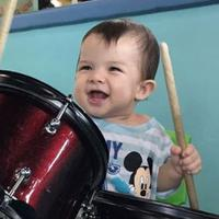 Arkana sedang main drum (Instagram/@ristytagor)