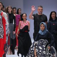 Desainer asal Inggris dan Indonesia libatkan penyandang disabilitas dalam peragaan busananya di JFW 2019, Minggu (21/10). (Foto: fimela.com/Deki Prayoga)
