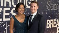 CEO Facebook  Mark Zuckerberg dan sang istri, Priscilla Chan  (Photo by [Peter Barreras]/Invision/AP)