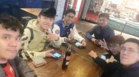 Atlet Hearthstone asal Indonesia, Jothree (kiri) bersama rekan-rekannya di Arlington, AS.  (FOTO/ Fb Jothree)
