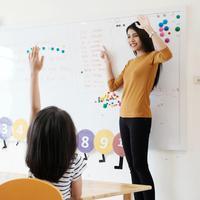 Mencintai pekerjaan sebagai guru./Copyright shutterstock.com