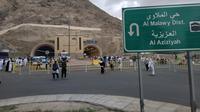 Jemaah haji di sepanjang jalan Kota Makkah. Liputan6.com