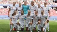 Tim Inggris yang diarsiteki oleh Gareth Southgate berpose sebelum menjalani laga melawan Kamerun di babak 16 besar Piala Dunia Wanita 2019 di Stade du Hainaut stadium, Valenciennes, Prancis. ( AP/Michel Spingler )