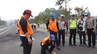 Polda Jabar Lakukan Olah TKP di Tol Cipularang  (FOTO: Merdeka/Abramena)