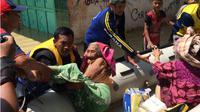 Warga korban banjir Cirebon dievakuasi. (Liputan6.com/Panji Prayitno)