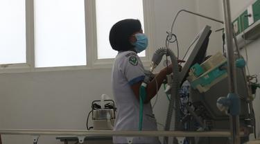 Petugas medis dan alat kesehatan