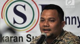 Peneliti Lingkaran Survei Indonesia (LSI) Denny JA, Rully Akbar saat merilis hasil survei di Kantor LSI, Jakarta, Kamis (4/10). Hasil survei LSI Denny JA menyebutkan PDIP sebagai partai yang paling memperjuangkan Pancasila. (Merdeka.com/Iqbal Nugroho)