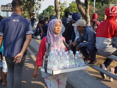 Pedagang saat Demo di DPR